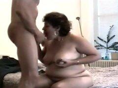 Sexo con señora madura, en este xxx porno video que estoy teniendo sexo con la señorita Clara, mi vecino. Este mujer madura sabe cómo chupar mi martillo y ella se mueve muy bien en mi pinchazo.