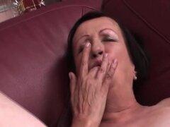 Chick madura de sexo deseo fastidiar su coño suave con bragas