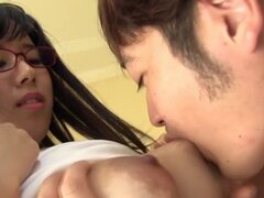 Follar tetas teen japonesa. Teen japonesa con grandes melones obtiene tetas follada para corridas