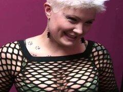 Geek girl porno punk utiliza inserciones de juguete grande sexo con chica porno Punk de l. Alva tontos con su novia de dom y goza de conseguir dedos y un juguete del sexo grande insertado dentro de su coño geek en amateurcanada.