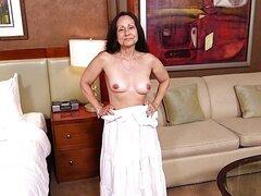 La abuela le encanta chupar Dick POV