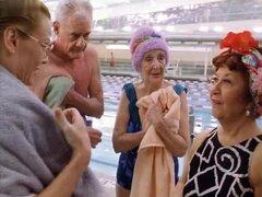 Gail O'Grady, Lisa Rinna en el marido de otra mujer (2000), años después de ser testigo de su hermano de ahogamiento muerte, psiquiatra Lisa Rinna toma clases de natación de instructor Gail O'Grady para conquistar su miedo del agua. Las dos mujeres forman