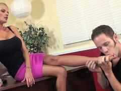 Joslyn James abre sus piernas para un semental insaciable - Joslyn James