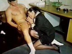 Zorras peludas folladas en película porno retro largo de los años 80, período de tiempo de varias escenas de sexo vintage de una película de porno retra que te trae la diversión y emoción de los años 80.