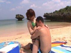 Impresionante chica japonesa con la cara mas bella obtiene achuchó en la playa - Miu Fujisawa