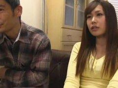 Casa obsceno de Murakami, tetona madura actriz Ryoko Murakami es realmente no muy cachonda ama de casa, pero son todos los hombres en su casa. Su marido pide sexo todo el tiempo, incluso hasta el punto de digitación su underneth la mesa del comedor mientr