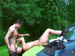 Novia borracha seducir en un flequillo caliente Picnic en el bosque