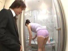 Madura japonesa bimbo goza de la acción del hardcore caliente. Hardcore video muestra un puma japonesa caliente como ella estaba recibiendo su coño peludo follada.