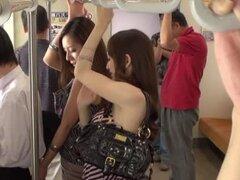 Calientes chicas japonesas teniendo sexo en público con la acción del grupo mamada