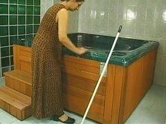 Sin afeitar esposa madura follada hasta el final, esposa madura sin afeitar es tomar un baño con su pareja cachonda y termina en pesado golpeando anal con facial al final.