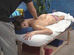 Caliente 18 años de edad. Caliente de 18 años es follada duro por su terapeuta de masaje