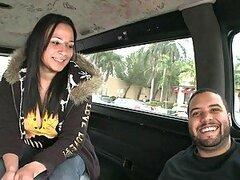 Bang Bus sexo Interracial con una chica Dominicana Sexy