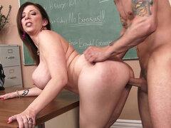 Sexo hambriento maestra Sara Jay tiene su estudiante follar su raja - Sara Jay
