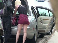 Autostop blondie le gusta chupar pollas fuertes