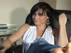 PIES DE MILF MOSTRANDO EN WEBCAM