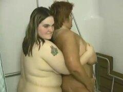 BBW tetonas mujeres duchan y frotarán. BBW tetonas mujeres duchan y frotar