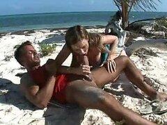 Playa al aire libre sexo con Nena apretada.