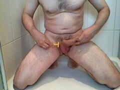 afeitado de xxx y corrida en la ducha xxx. afeitado de xxx y corrida en la ducha xxx