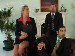 Reunión de ajetreo termina con trío de Mandy Bright