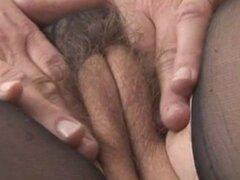 Pechugón peluda maduras en camisón pura tiras rips bragas