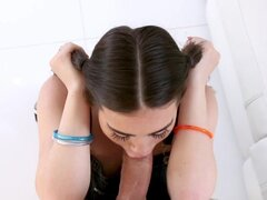 Veronica Vega en el camión de auxilio de Pecker - TeamSkeet, Veronica Vega luce la mirada estudiosa hipstery. Hermosas trenzas marrón oscuros, gafas sexy y sluttly muy monos se completan con nuevos refuerzos. Ella los ama y está admirando su belleza total