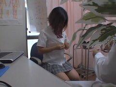 Sexy babe asiático fue al doctor para la inspección de la vagina, profesional médico realiza el examen de los coños de colegialas asiáticas. Algunos de ellos son vírgenes, otras no lo son, todo es conseguir tiros de la cámara oculta.