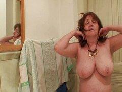 16 suegra fuera de la ducha se folla