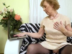 AgedLovE la abuela caliente follando con jovencita caliente