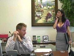 Caliente secretaria sexy Alexis Fawx es follada fuerte por una gran polla curvada en la oficina