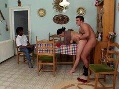 Mujer gordita con túnel de amor unshaved por 2 chicos,