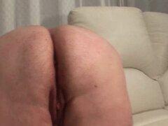 Señora Gorda madura perra masturbandose el coño con Consolador. Gorda tetona madura azada en dildo medias follando a sí misma en la cama