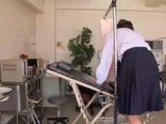 Dedos de ginecólogo un twat asiático de goteo en cam spy video, chochos japoneses de Kim estaba mojado todo el tiempo por lo que decidió ir a la clínica y pedir un examen gyno real. En este cam spy video su picazón túnel del amor es dedos duros por el gin