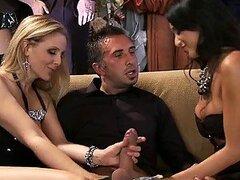 Fiesta de gala termina en una orgía masiva con chicas hermosas y muy cachondas.