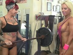 Mujer culturista lesbianas tetas y tatuajes