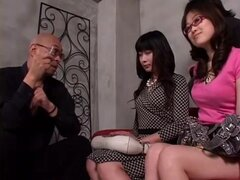 Endemoniadamente caliente a Japon bimbo en acción de sexo grupo kinky. Japonesa muy cachonda y muy follable amplio tiene relaciones sexuales con hombres y mujeres en este video de sexo de grupo japonés.