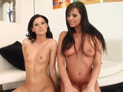 Intercambiar dos chicas super calientes esperma aspiran apagado un tipo afortunado