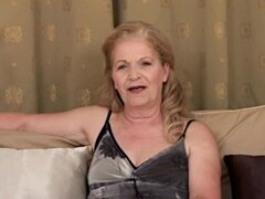 Abuelita - entrevista y masturbación,