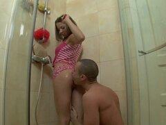 Morena Foxy se une a su perno prisionero en la ducha para un golpeando duro - Janice, Arthur
