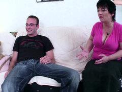 GERMAN STEP SON seducir a la madre peluda Petra para follar