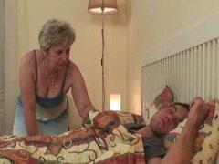 Esposa encuentra a su hombre follando a su madre