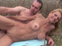 Madres maduras folladas al aire libre