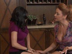 GirlfriendsFilms Janet Mason Tribbing tetona lesbiana