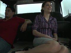 Linda perra Zarena Summers toma un paseo en coche de los extraños y toma algo de dinero para demostrar su cuerpo sexy. Ella se desnuda poco a poco y gana mucho dinero! Disfruta de esta escena real!