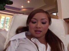 TIA Tanaka se extiende su coño labios para usted, este clip es corto y directo al grano - y extraordinariamente puta caliente! Cuenta con chica asiática de cuerpo perfecto Tia Tanaka, una de las chicas mas bella en la industria del porno. ¡Sólo podía mira