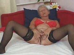 Solo abuela masturbandose