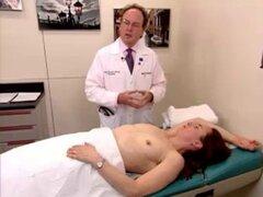 un examen real video de una mujer madura peluda. un examen real video de una mujer madura peluda