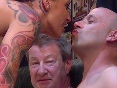 partido de Milf tatuada tetona golpeado
