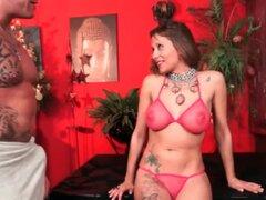 LECHE 69 Español masaje, Mar Duran es la Milf más caliente de español y más en probar cosas nuevas. Ella siente confortable para disfrutar de un masaje y toma el bono de vergas grandes por buena conducta.