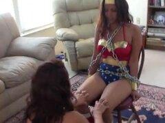 Lucha de heroínas superlesbian