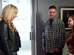 Ep.3 de escuela, temporada 3, película adultos, una pareja joven dispara una película porno al aire libre.